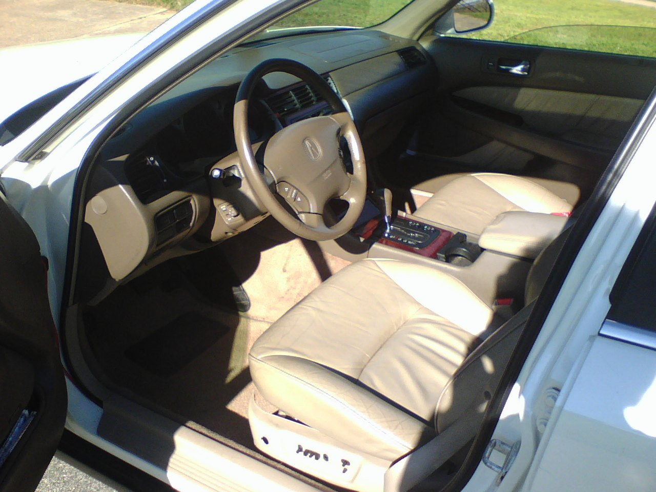 Pearl White Acura RL!-interior.jpg